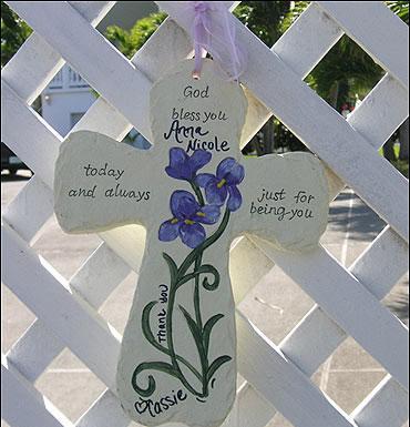 Sevenleri evinin önüne yıldızın anısına notlar bıraktılar.