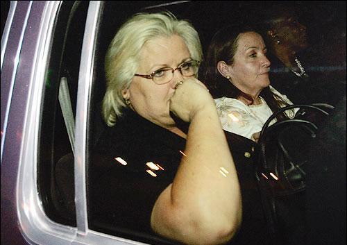 Kızının Bahama'daki evine giderken görünüyor.