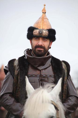 Kanuni Sultan Süleyman'ı canlandıran Halit Ergenç ise bölüm başına  45 bin TL kazanıyor.