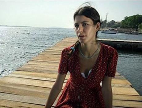 Fatmagülün Suçu Ne Dizisinde, Beren Saat  bölüm başı 45 bin TL alıyor.