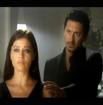 Nurgül Yeşilçay, Sensiz Olmaz adlı dizisinde  bölüm başına 55 bin TL'ye 13 bölümlük anlaşma imzalamıştı.