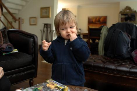 """2 hafta önce Üsküdar 2. Aile Mahkemesi'nde boşanma davası açan Şimşek, ayrılık gerekçesi olarak ihaneti gösterdi. """"Kocam beni aldattı"""" diyen Şimşek oğlu Rüzgar'ın velayetinin yanı sıra eşinden 400 bin TL manevi, 150 bin TL maddi tazminat talebinde bulundu. Öte yandan kendisi için 3 bin TL, 4 yaşındaki oğlu Rüzgar için de bin 500 TL nafaka istedi."""