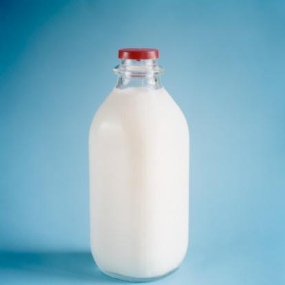 Özellikle az yağlı süt ürünleri kullanımı ile bu etki artmaktadır çünkü sütün yağı azaltılırken kalsiyum oranı değişmemektedir. Dolayısı ile daha az kalori almak mümkün olmaktadır. Orta dereceli kalori kısıtlaması yapılan, az yağlı bir diyetin uygulandığı kişiye özel beslenme programında, günde 3 bardak süt tüketimi yeterli olmaktadır.   Sütün içindeki kalsiyumun zayıflamayı artırıcı etkisi diğer süt ürünlerinden bir miktar fazladır. Ancak süt yerine yoğurt, ayran, peynir tüketildiğinde de yağ yakımı hızlanmakta, kişilerde daha fazla doygunluk hissi oluşmaktadır.