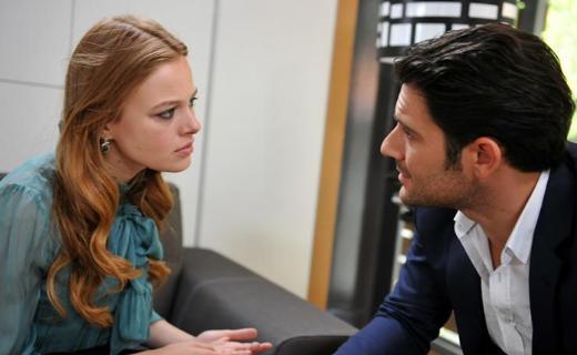 Naz Elmas'ın başrollerini Kenan Ece ve Nur Erkul ile paylaştığı Ay Tutulması dizisi sezona iddialı başladı.
