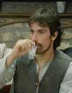 İbrahim Çelikkol, geçen sezon Karadağlar dizisinde Gülali karakterini oynuyordu.