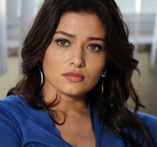 Yeni sezonda ise Sensiz Olmaz dizisinde hasta oğlunu hayata döndürmeye çalışan bir anneyi canlandırıyordu.