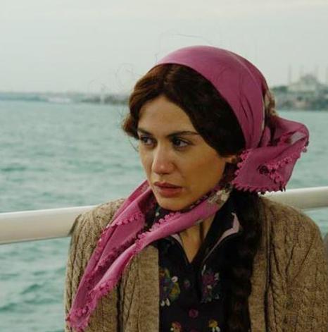 Türkmen, Bir Kadın Tanıdım'da başrollerden birini üstleniyor.