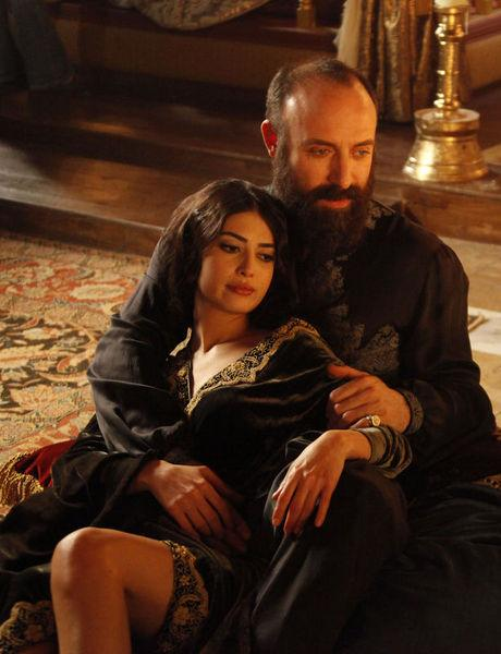 Muhteşem Yüzyıl'ın güzelleri Hürrem Sultan ve Isabella Fortuna'dan bahsediyoruz.