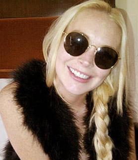 Herkes, başı bir türlü dertten kurtulmayan özel fotoğraf çekimleri dışında doğru dürüst bir projede de yer alamayan Lindsay Lohan'ın lüks yaşamının kaynağını merak ediyor olabilir.