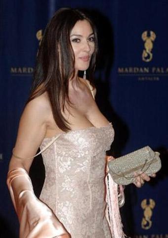 Otelin sahibi olan İsmailov açılışa gelen Sharon Stone, Monica Bellucci, Seal, Richard Gere, Tom Jones ve Mariah Carey'e kaç lira verdiğini açıklamadı.