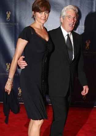 Richard Gere açılışa eşiyle birlikte katılmıştı.
