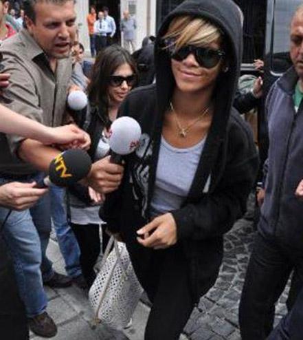 Ünlü şarkıcı Rihanna geçen yıl konser için Türkiye'ye geldi..
