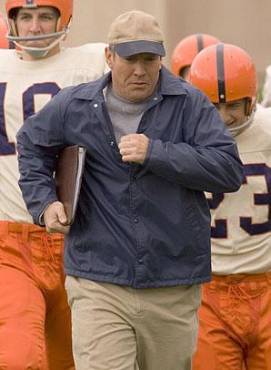 Dennis Quaid   1988 yapımı ''Everybody's All-American'' filminde rol alan Dennis Quaid, gerçek yaşamında da Amerikan futbolu oyuncusu olan Tim Fox ile çarpıştı.