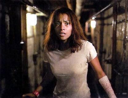 Halle Berry   Oscar ödüllü Halle Berry, setlerin en çok kazaya uğrayan kadın oyuncuları arasında yer alıyor. ''Gothika'' adlı gerilim filminde Penelope Cruz ve Robert Downey Jr. ile kamera karşısına geçen Berry, çekimler sırasında kolunu kırdı.