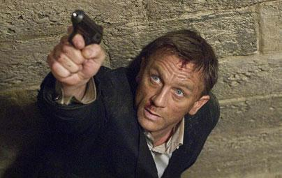 Daniel Craig   Sinema dünyasının ''gözü pek karakteri'' 007 James Bond'u canlandıran İngiliz aktör Daniel Craig de ''Quantum of Solace'' adlı Bond filminin setinde kazaya uğradı.