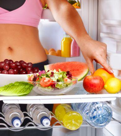 Bol sebze ve meyve tüketin  Sebze ve meyveler bol su ve vitamin-mineral içerip, az kalorilidirler. Bol miktarda ve değişik renklerde sebze, meyve tüketmeniz hem kilo kontrolüne yardım eder, hem de birçok hastalıktan (kanser, kalp-damar hastalıkları) korunmanızı sağlar.