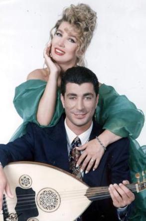 Seda Sayan da kardeşi Sedat Sayan yüzünden zor dönemler yaşadı.   Bir dönem müzik dünyasına giren kardeşini sonuna kadar destekleyen Sayan'ın bu konudaki çabaları sonuçsuz kaldı.