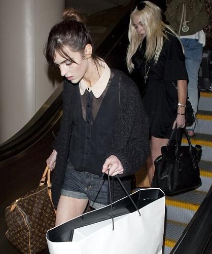 Lohan'ın 17 yaşındaki kardeşi Ali de görünüşe göre ablasının izinden gidiyor.