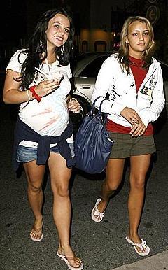 Tam da Britney'in tepe taklak giden özel hayatını ve kariyerini toplamaya çalıştığı dönemde Jamie Lynn'in hamile kaldığı basına yansıdı.