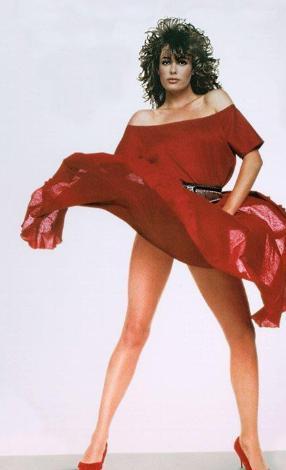 Çok sayıda filmde rol aldı KellyLe Brock, ama en çok da Kırmızı Kadın (Lady in Red) filmiyle hafızalara kazındı. Özellikle eteklerinin uçuştuğu sahneyle unutulmazlar arasına giren LeBrock o zamanlar 24 yaşındaydi.