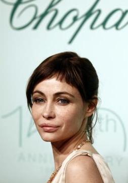 Son olarak 63'üncü Cannes Film Festivali'nin kırmızı halısında objektiflere takıldı Emmanuelle Beart...   Hala çok hoştu, çok seksiydi, ama geçip giden zaman onun yüzünde de izlerini bırakmıştı... İşte Beart'ın şimdiki görüntüsü..
