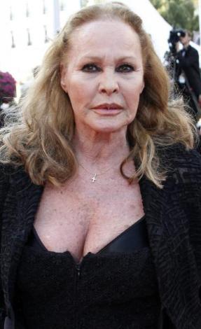 63'üncü Cannes Film Festivali'nin kırmızı halısında görüntülenen ünlülerden biri de Ursula Andress'i.