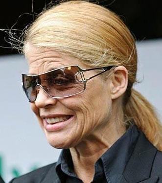 Linda Hamilton biraz erken yaşlanmış görünüyor.