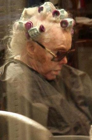 O da artık yaşlandı. Son dönemde hastalıklarla mücadele ediyor.