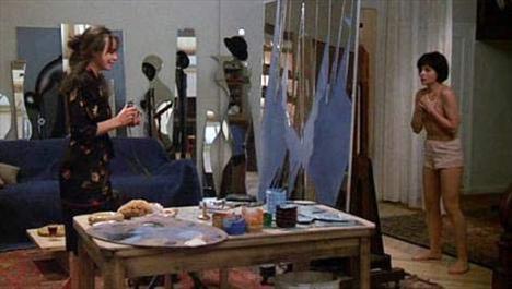 VAROLMANIN DAYANILMAZ HAFİFLİĞİ  The Unbearable Lightness of Being Philip Kaufman'ın Milan Kundera'dan uyarladığı Varolmanın Dayanılmaz Hafifliği (The Unbearable Lightness of Being) Juliette Binoche, Lena Olin ve Daniel Day-Lewis'li kadrosunun yanısıra konusuyla da dikkat çekiyordu.   Filmin en çok konuşulan sahnelerinden biri de Juliette Bİnoche'un canlandırdığı Teresa karakterinin Lena Olin'in oynadığı Sabina karakterine çıplak poz verdiği sahne oldu.