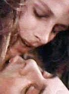 GECE BEKÇİSİ  Liliana Cavani'nin Gece Bekçisi (The Niht Porter) adlı filminde Charlotte Rampling ve Dick Bogarde'nın sevişme sahnesi filmin gösterildiği dönemde çok konuşulmuştu.