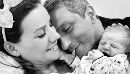 Esra Erol ve eşi Ali Sözbir bebeklerine klasik bir isim seçti.