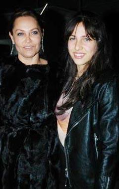 Hülya Avşar, kızına kayınvalidesinin adı olan Zehra'yı verdi.