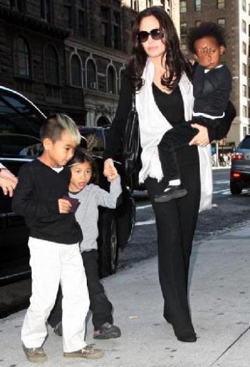 Jolie Pitt çiftinin evlatlık çocukları Maddox, Zahara ve Pax Thien.