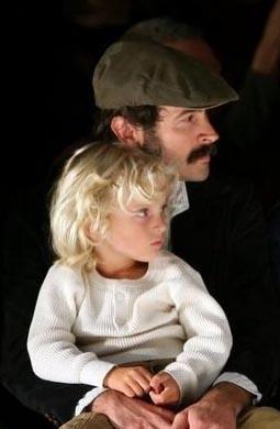 Aktör Jason Lee'nin oğlunun adı Pilot Inspektor. 'pilot' ismini dinlediği bir şırkadın esinlenerek vermiş Lee. Ünlü aktör Türk asıllı Ceren Alkaç ile evli.