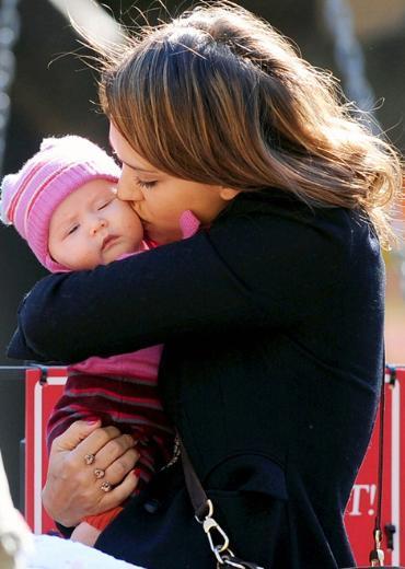 Jessica Alba ve eşi Cash Warren'ın iki ay önce doğan kızlarının adı Haven Garner.