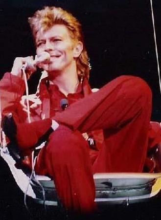 Rolling Stones'un en parlak dönemini yaşadığı yıllarda Mick Jagger'la evli olan Barnett, grubun unutulmaz Angie parçasına da ilham kaynağı oldu.   Ancak Barnett, bir başka ünlü müzisyen David Bowie için Jagger'ı terk etti.1970'de evlenen Barnett ve Bowie'nin Zowie adını verdikleri bir erkek çocukları oldu. Ama 1980 yılında çiftin ilişkisi sona erdi.