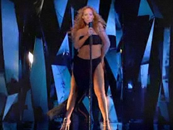 8 ayda 32 kilo verdi Doğumdan bu yana uyguladığı Jenny Craig diyetiyle 30 kilo veren Mariah Carey reklam filmi için kamera karşısına geçti.