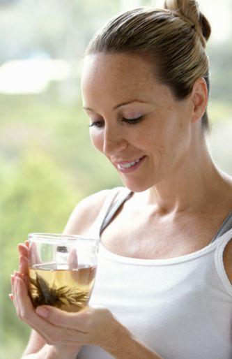 •Bol ılık su ve kafeinsiz bitki çayları tüketin.