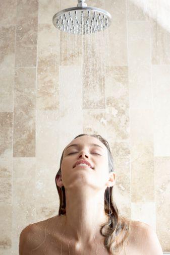 İşte yılbaşı akşamı sonrasında hızla toparlanmanızı sağlayacak öneriler:  •Sabah güne ılık bir duşla başlayın.