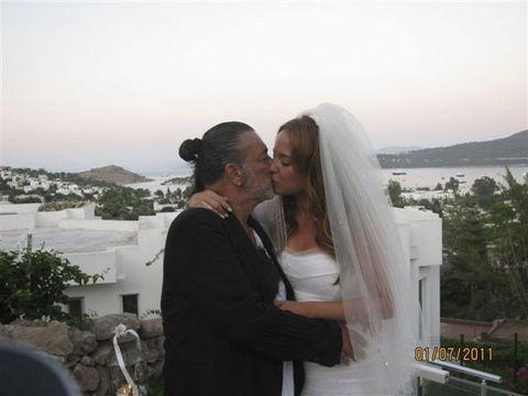 Ayşe Özyılmazel ve Ali Taran'ın evlenmesi şok etkisi yaratmıştı.