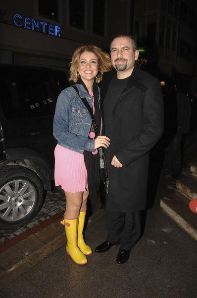 Birbirine yakışan çiftin arasına kara kedi girdi. Bu yıl Gülben Ergen ve Mustafa Erdoğan boşanma kararı aldı.