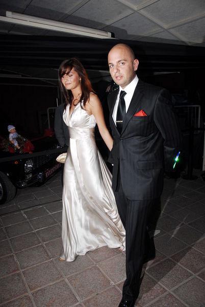 Güzel oyuncu Yasemin Ergene Anadolu Holding Yönetim Kurulu Başkanı Tuncay Özilhan'ın oğlu İzzet Özilhan ile , 16 Temmuz'da Özilhan Ailesi'nin Anadolu Yakası'ndaki evinde evlendi.