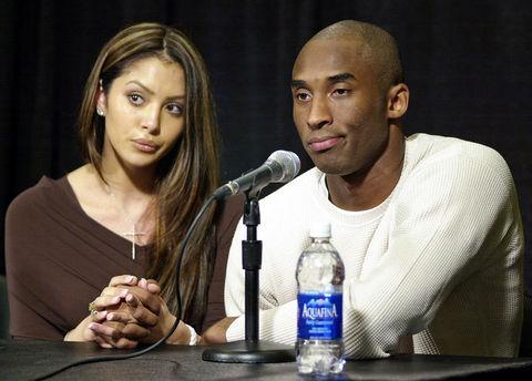 NBA yıldızı Kobe Bryant'ın 10 yıl sekiz aydır evli olduğu karısı Vanessa Bryant boşanma davası açtı.