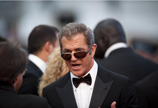 Mel Gibson, 7 çocuğunun annesi 30 yıllık karısı Robyn'e 425 milyon dolar (804 milyon TL) tazminat ödemeyi kabul etti. Böylece Oscarlı oyuncu, Hollywood tarihindeki en pahalı boşanmaya imza atmış oldu.