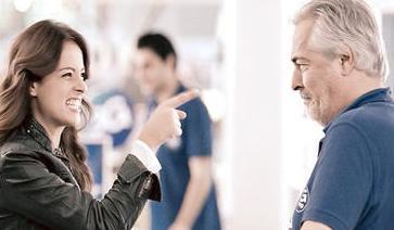 Mimar Sinan Üniversitesi Devlet Konservatuarı mezunu olan Rutkay, babasıyla birlikte bir reklam filminde de oynadı.