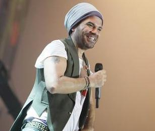 Kenan Doğulu, Türk pop müziğinin ustalarından Yurdaer Doğulu'nun oğlu.