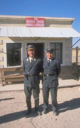 Baba ve oğul Sunallar, Sinan Çetin'in Propaganda adlı filminde birlikte oynamıştı.