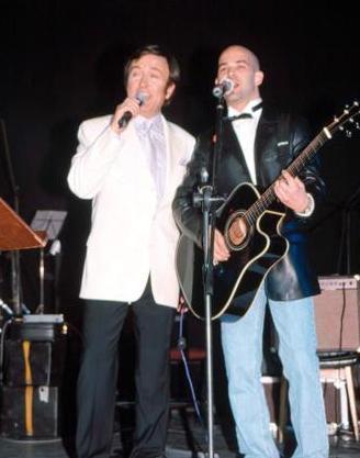 Murat Evgin, pop müziğin duayenlerinden Erol Evgin'in oğlu.