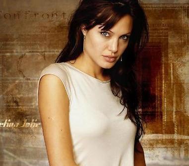 Angelina Jolie'nin babası aktör Jon Voight. Annesi Marcheline Bertrand da bir dönem oyunculuk yapmıştı.