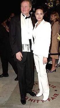 Jolie ile babası aralarındaki buzları bir süre önce eritti.